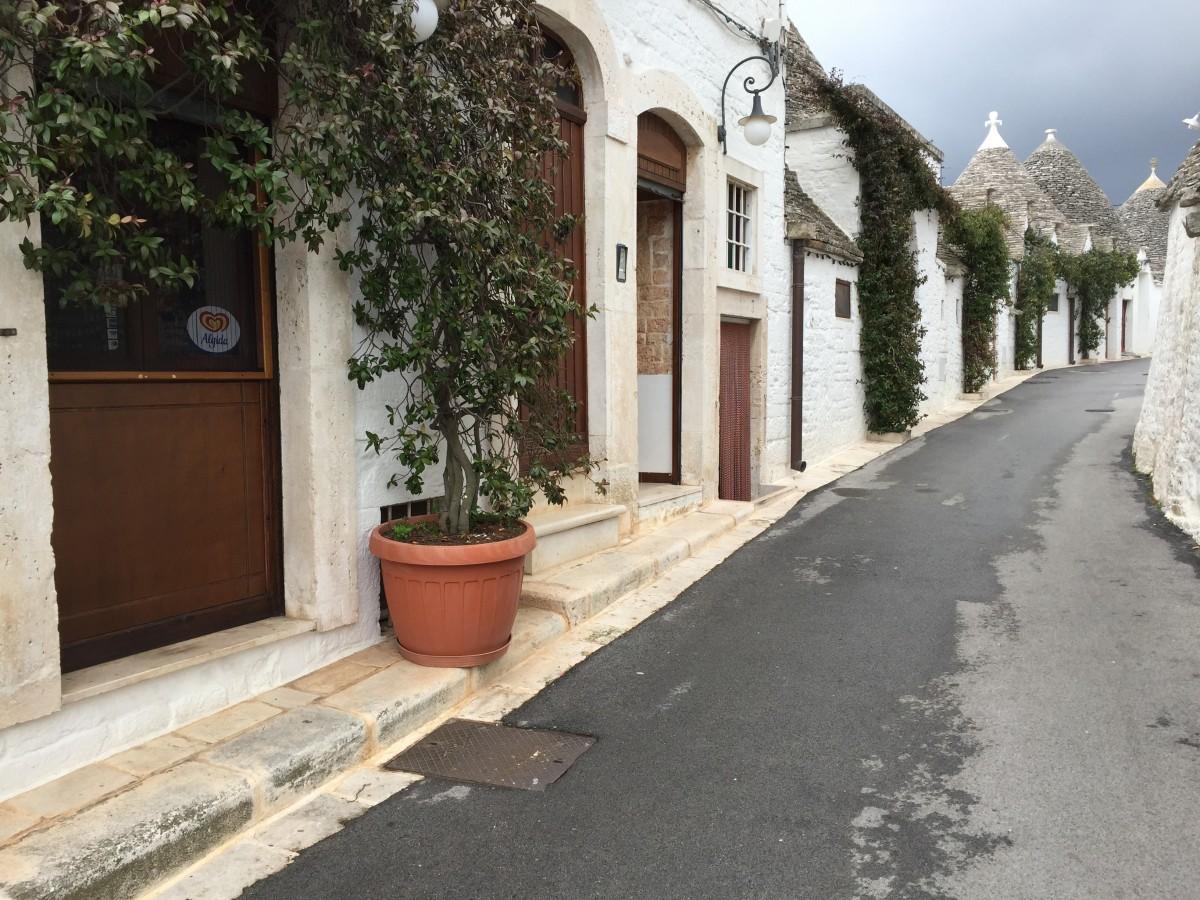 UNESCO World Heritage Site - Alberobello, Puglia, Italy - copyright: www.globalmousetravels.com