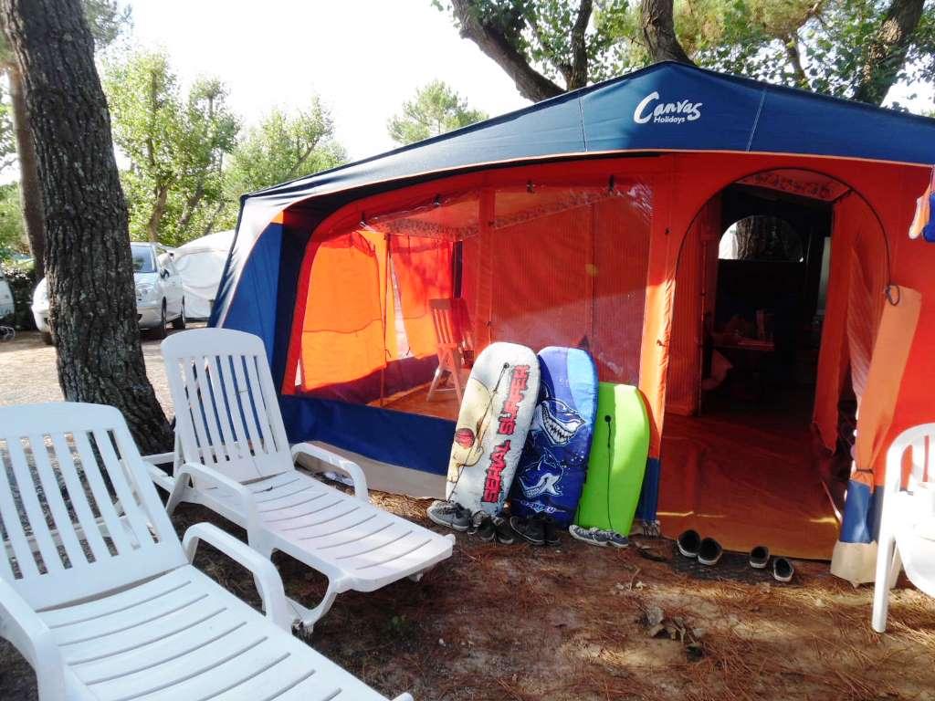 canvas holidays at camping interlude le de r france. Black Bedroom Furniture Sets. Home Design Ideas