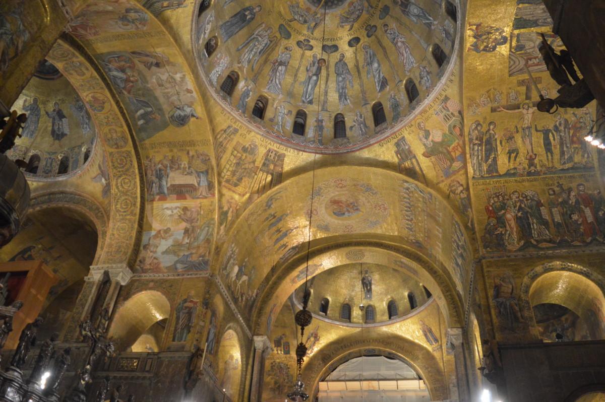 St Mark's Basilica, Venice after dark- copyright: https://globalmousetravels.com