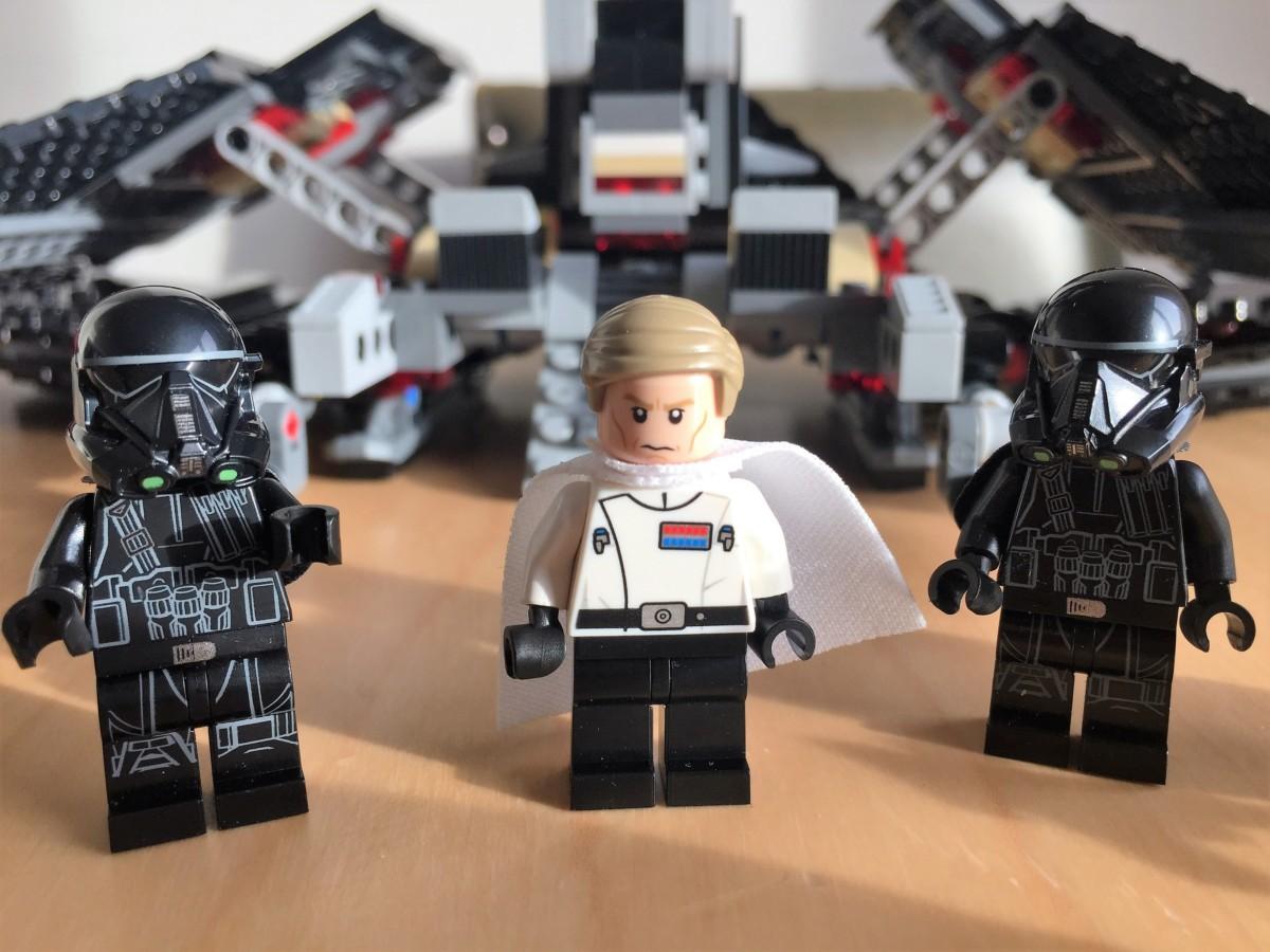 LEGO Krennic's Imperial Shuttle 75156 - copyright: www.globalmousetravels.com