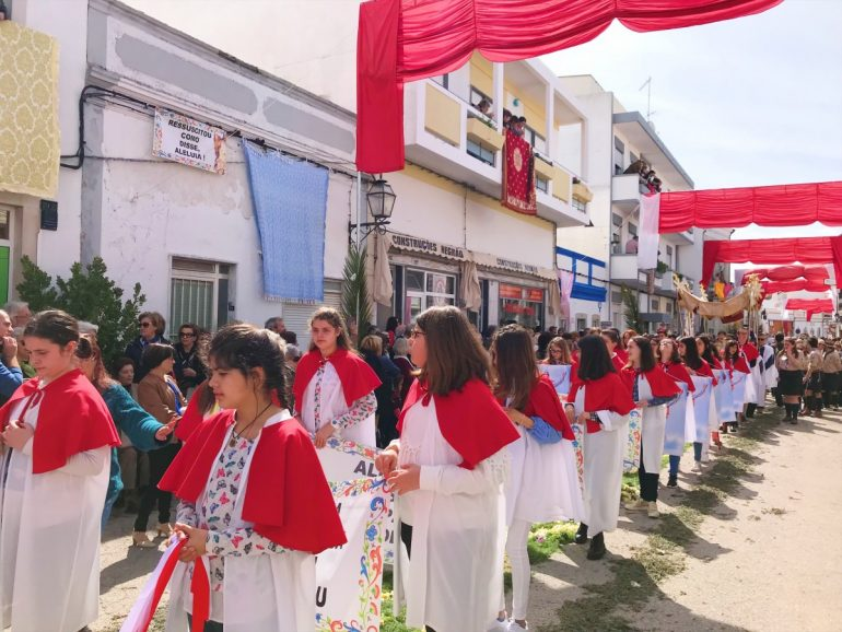 Visit a festival - 10 top things to do in Algarve with kids - copyright: www.globalmousetravels.com