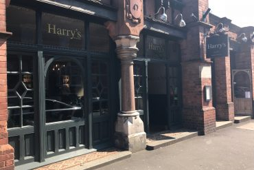 Atmosphere and delightful dishes - Harry's Restaurant, the perfect family restaurant in Exeter